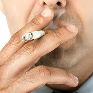 Probleme im Mehrfamilienhaus: Belästigung durch rauchende Nachbarn