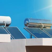 Mehrfamilienhaus erzeugt Strom und speichert die Energie